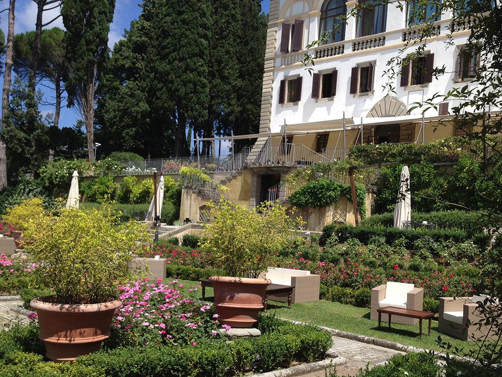 Ristrutturazione di giardino all'italiana in villa di pregio storico a Firenze